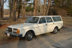 1980 VOLVO 240 WAGON - LOW MILES - CALIFORNIA CAR - NO WINTERS - MANUAL STANDARD