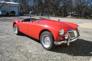 MGA TWIN CAM ROADSTER Photo