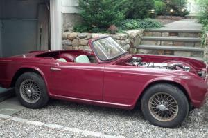 TRIUMPH TR4 1964 GREAT CONDITION NEEDS FINNISHING GREAT WINTER PROJECT