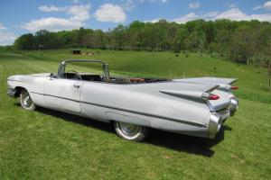 1959 Cadillac Convertible project , needs total resto, has nice frame