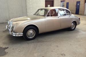 Daimler 250 v8 auto 1965 10 months MOT floor never welded