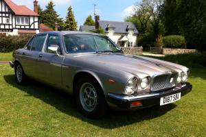 A SUPERB 1987 JAGUAR SOVEREIGN V12 AUTO (XJ12 SERIES 3)