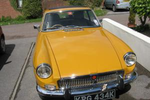 MG B GT YELLOW 1972 excellent bodywork,paintwork,chrome and interior.  Photo
