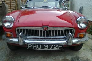 MG B 1968 classic red  Photo