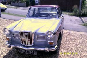 WOLSELEY 16/60 MAROON/GREY