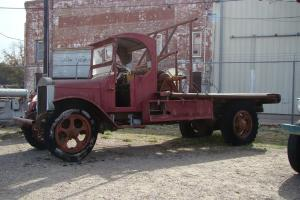 VINTAGE 1924 MACK FLATBED OILFIELD TRUCK Photo