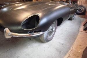 JAGUAR XKE/E-TYPE  ROADSTER Photo
