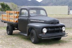 1951 FORD F-3 FLATBED TRUCK!