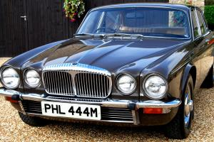 OUTSTANDING SERIES 2 DAIMLER DOUBLE SIX 5.3 V12 21,000mls  Photo