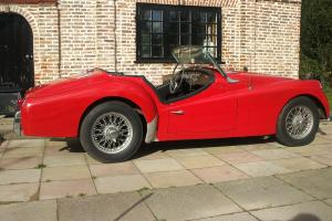 TRIUMPH TR3. GREAT RUNNER. WIRED WHEELS