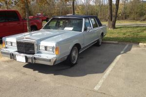 1989 Lincoln Continental Signature Sedan 4-Door 3.8L
