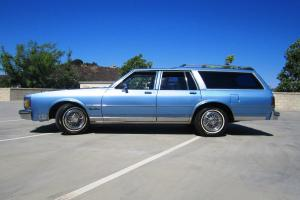 1988 Oldsmobile Custom Cruiser Near Mint Collectible
