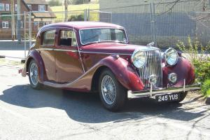 Jaguar 3 1/2 litre Saloon MK1V maroon  Photo