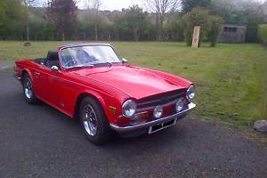 1975 TRIUMPH RED  Photo