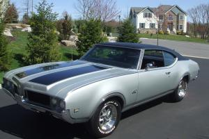 1969 OLDSMOBILE 442 - NUMBERS MATCHING * TWO TONE SILVER/BLACK  *400 c.i. ENGINE Photo