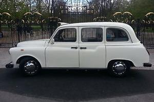 STUNNING RESTORED WHITE WEDDING CAR AIR/C FSH LONDON TAXI BLACK CAB LTI FAIRWAY