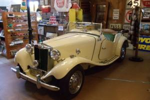 Gorgeous 1952 MG TD motorcar convertible 4 cylinder classic English British Photo