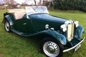 MG TD 1953 british racing green sports car 2 door open top 4 speed classic
