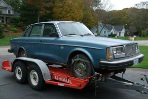 1978 Classic Antique Volvo 264GL 2.7 - Rare and Hard-to-Find Car!  Great Color!