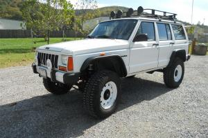 Lifted 1989 Jeep Cherokee Limited 4.0L Beautifully Modified **90 Pictures!!**