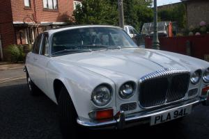 1973 DAIMLER 4.2 SOVEREIGN AUTO WHITE NEW WEBASTO ROOF SEP MOT