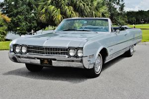 Oldsmobile : Ninety-Eight Simply mint