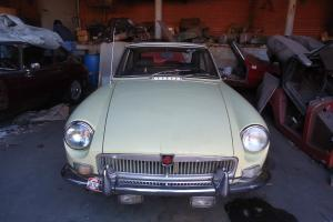MG MGB GT SOUTHERN RUST FREE CAR 1 OWNER GARAGED 30 YEARS WITH DOCUMENTS RARE Photo