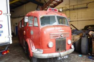 COMMER FIRE ENGINE - ROWNTREE MACKINTOSH OF YORK - VINTAGE 1949-1951! Photo