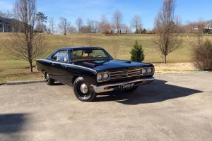 Plymouth : Road Runner Base 2 door coupe