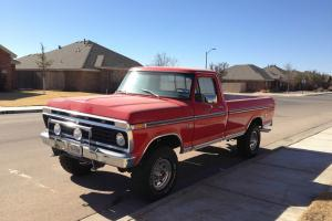 Vintage 1975 Ford F-250 in great condition