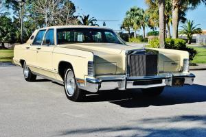 You are looking at the best 78 Lincoln Towncar 460 v-8 sunroof 26,166 miles mint