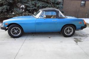 1977 MGB ROADSTER 1.8 LITRE 4-SPEED CONVERTIBLE SR. OWNED NICE CAR (NO RES)