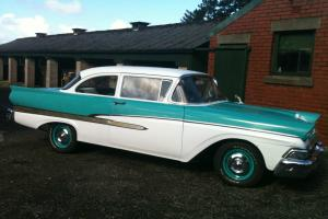 Ford Fairlane 1958 Classic Car Green and White