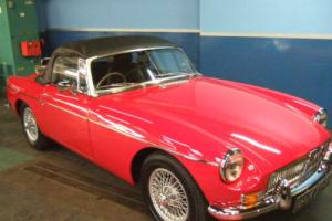 MG MGB Roadster 1.8 1969 Beautifully Restored Tartan Red Photo