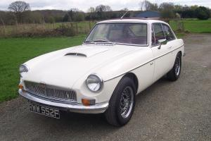 MGB GT V8 3.5 INJECTION AUTO,1967,NEW MOT,2 PREV/OWNERS,LOOKS STUNNING £££ SPENT