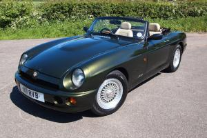 1995 MG RV8 Woodcote Green - Immaculate - 10 months MOT and Tax