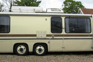 1975 GMC ELEGANZA 2 - GENERAL MOTORS CORP FACTORY BUILT LOW FLOOR MOTORHOME