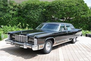 COLLECTORS 1975 LINCOLN 4DR TOWN CAR TRIPLE BLACK W/ LEATHER