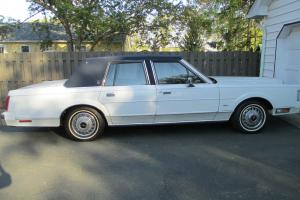 1988 Lincoln Town Car Base Sedan 4-Door 5.0L