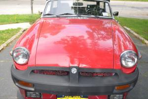 1975 MG MGB Red Convertible, 4-Cylinder Manual Transmission (4-speed)