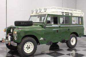 READY FOR AN URBAN JUNGLE OR SAFARI, FUEL-INJETED V8, AUTO, RUGGED W/STYLE!!! Photo