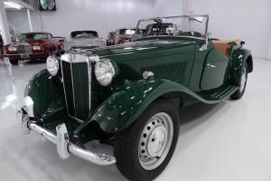 1951 MG TD ROADSTER, DESIRABLE BRITISH RACING GREEN WITH TAN LEATHER! Photo