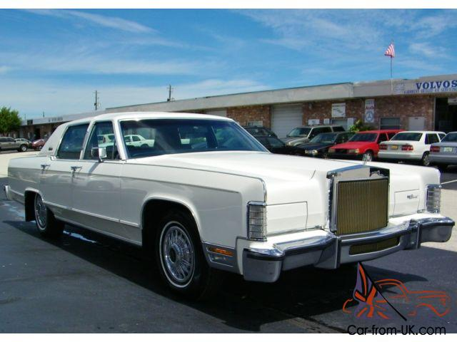wow less than 5k miles lincoln continental town car excellent condition. Black Bedroom Furniture Sets. Home Design Ideas