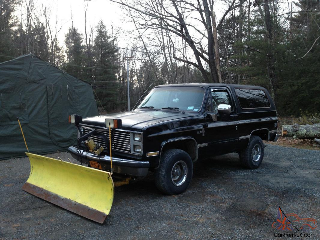 85 chevy blazer k5 plow truck with 84 gmc parts truck