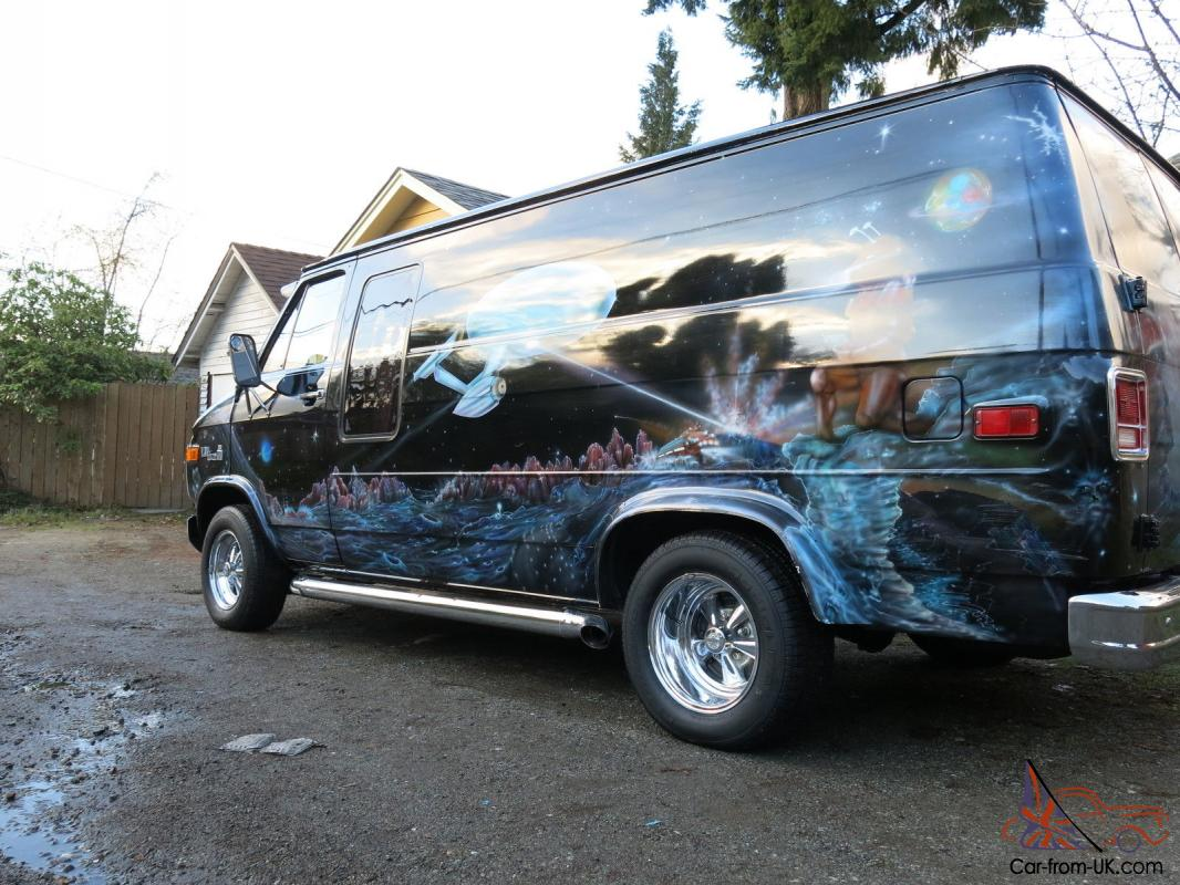 d13771b42379c8 Custom survivor Star Trek muraled Boogie Van