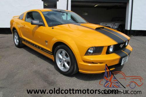 ford mustang gt   speed manual  miles