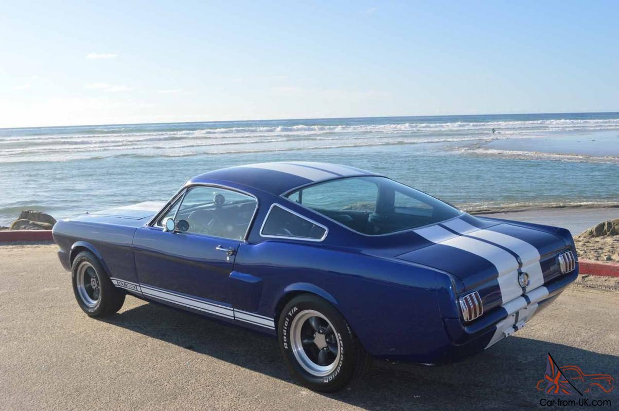 Ford mustang base fastback 2 door