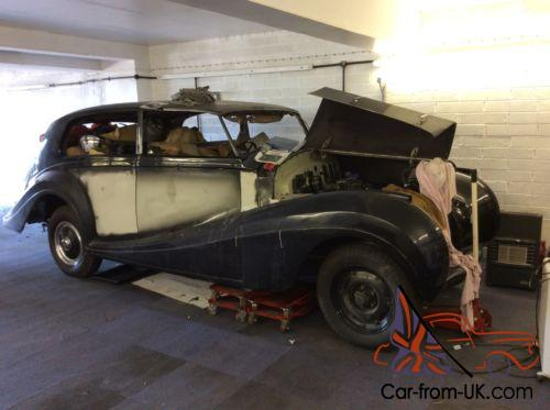 rolls royce silver wraith restoration project barn find