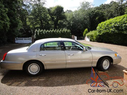 American Lincoln Town Car 2001 Gold Automatic