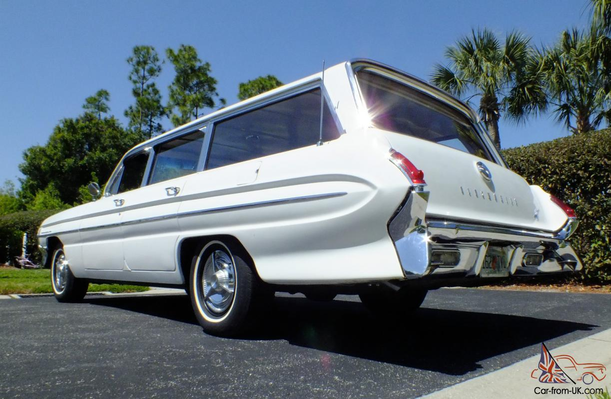 1961 Oldsmobile Dynamic 88 Fiesta Station Wagon